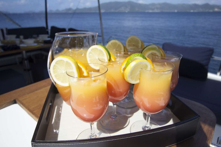 NENNE Yacht Charter - Afternoon Beverages on Flybridge