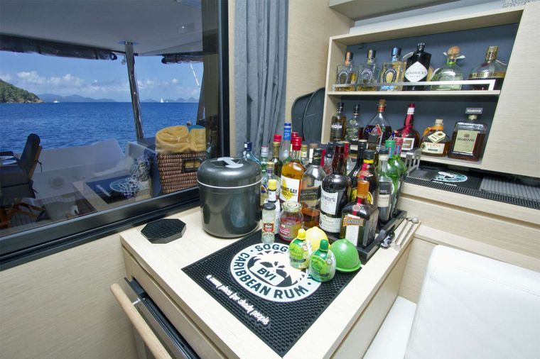 NENNE Yacht Charter - Enjoy the Fully Stocked Bar!