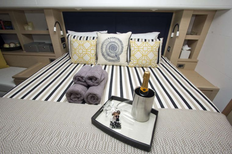 NENNE Yacht Charter - Primary Cabin Suite
