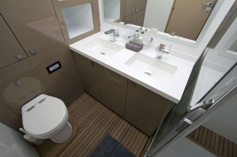 NENNE Yacht Charter - Primary Bath