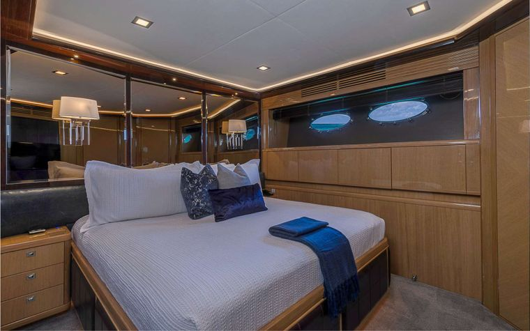 LADY COPE Yacht Charter - Guest Queen