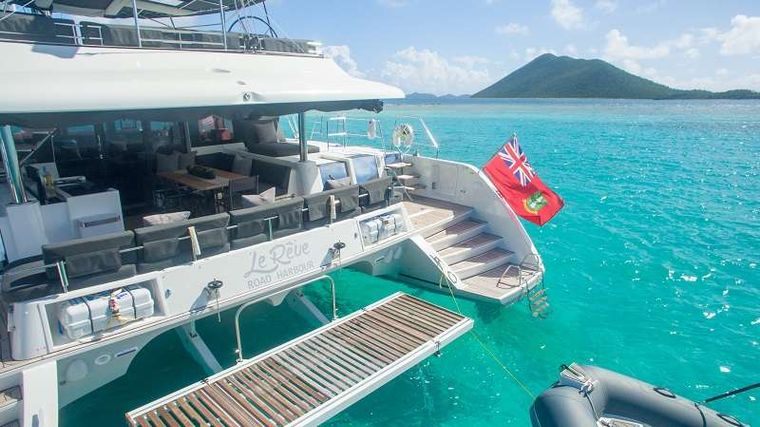 LE REVE L620 ESSENCE Yacht Charter - Easy acess to the water