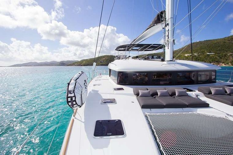 LE REVE L620 ESSENCE Yacht Charter - Great bow space