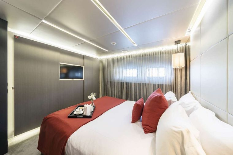 Giraud Yacht Charter - Guest stateroom