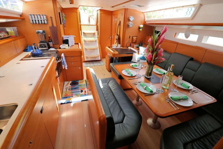 DAUNTLESS Yacht Charter - Formal Dining Area