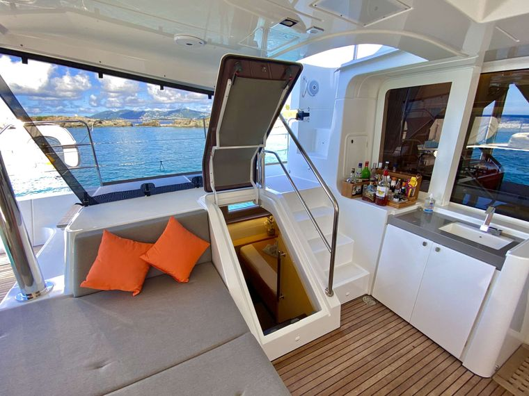 SHANGRI LA Yacht Charter - Access to aft guest  cabin