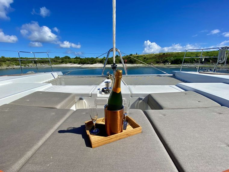 SHANGRI LA Yacht Charter - Lots of options for lounging