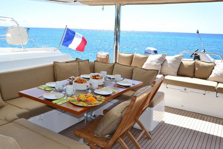BACCHUS Yacht Charter - dining area