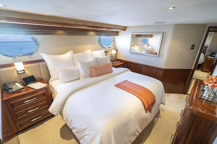 ANTARES Yacht Charter - King guest stateroom