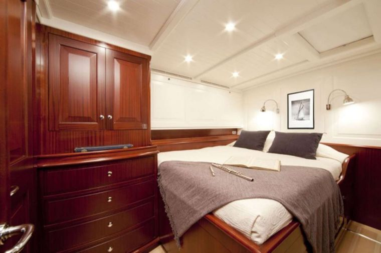 AURELIUS Yacht Charter - Twin converted to Double