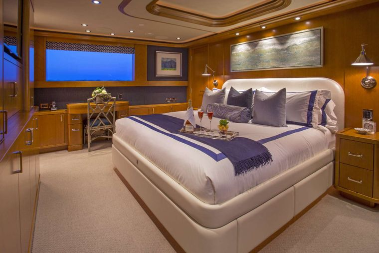 FAR NIENTE Yacht Charter - Master Stateroom