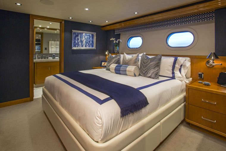FAR NIENTE Yacht Charter - VIP King Guest Stateroom