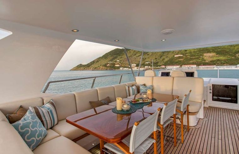 Pura Vida Yacht Charter - Fly Bridge