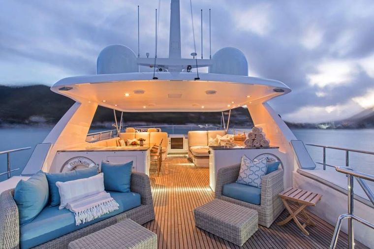 Pura Vida Yacht Charter - Fly Bridge Aft Deck