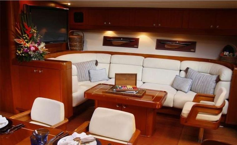 ASPIRATION Yacht Charter - Indoor A/C saloon