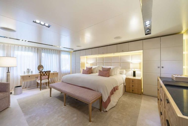 Icon Yacht Charter - Master Suite