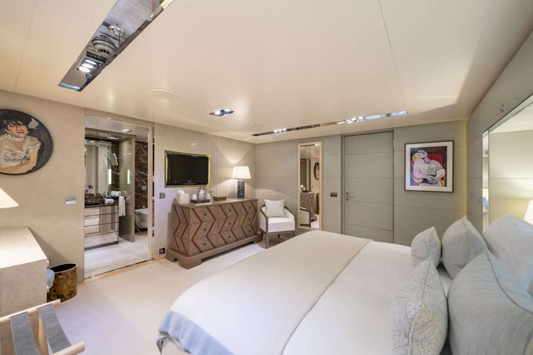 Icon Yacht Charter - Double Cabin - Port