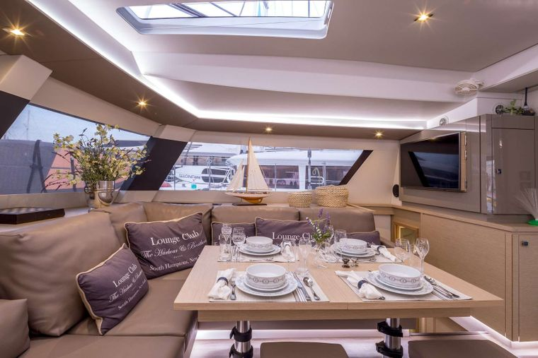 NEW HORIZONS 2 Yacht Charter - DINING INDOORS