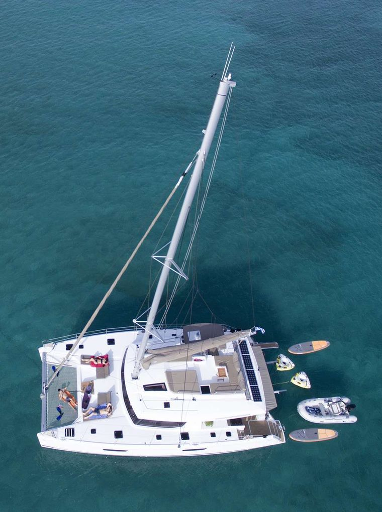 NEW HORIZONS 2 Yacht Charter - OVERVIEW