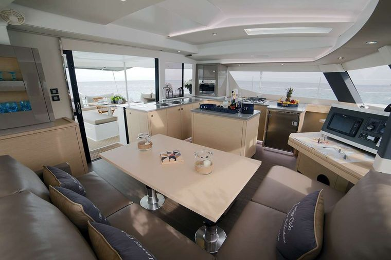 NEW HORIZONS 2 Yacht Charter - INDOOR SALOON/DINING