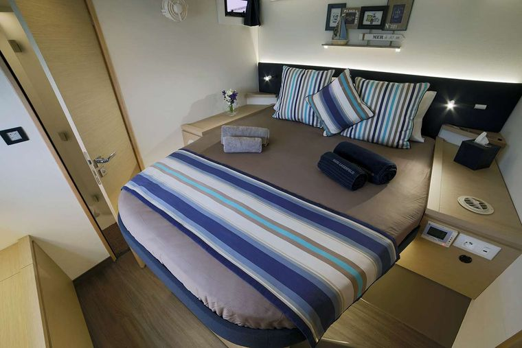 NEW HORIZONS 2 Yacht Charter - DOUBLE CABIN