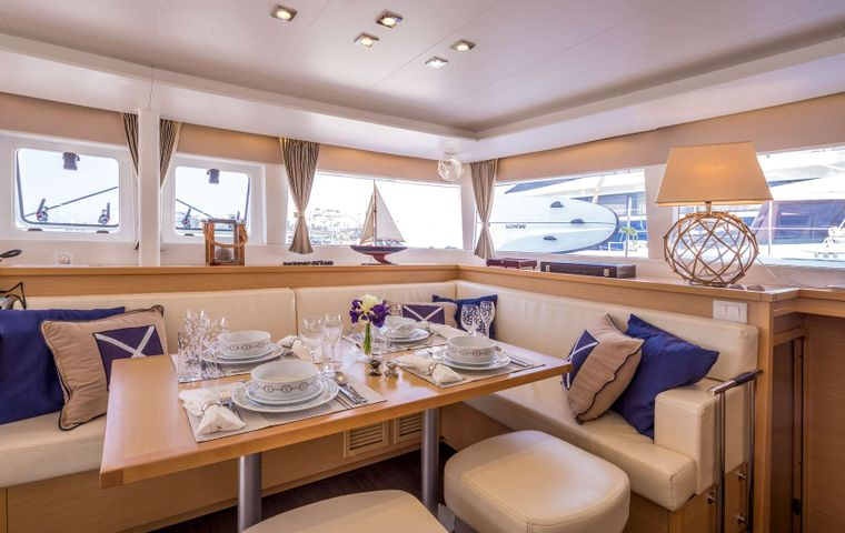 NEW HORIZONS Yacht Charter - Indoor Saloon / Dining Area