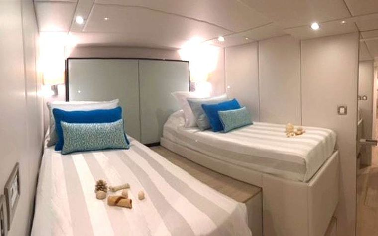 MAYRILOU Yacht Charter - Guests cabin 4 Queen-twin