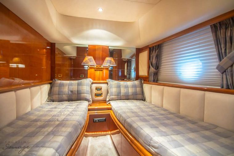 DREAMER Yacht Charter - Twin guest room