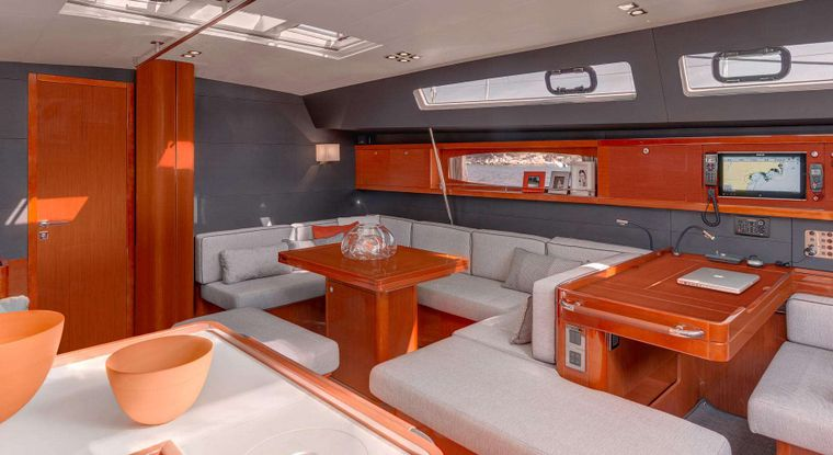 OCEAN STAR Yacht Charter - The spacious and modern saloon