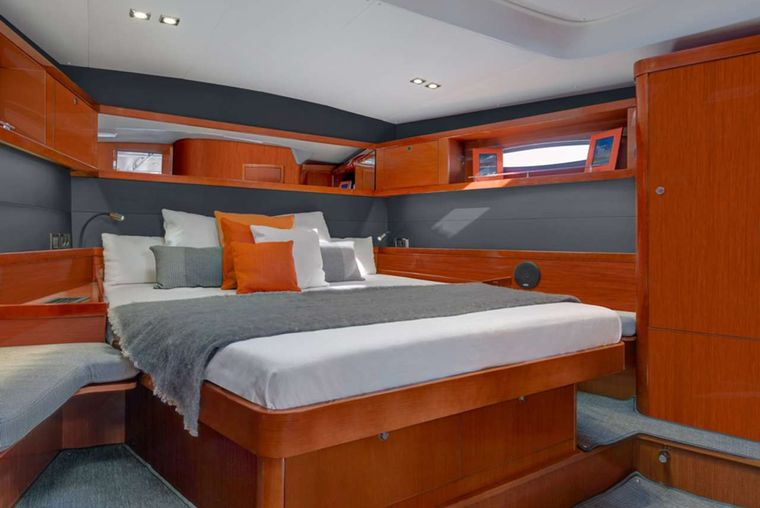 OCEAN STAR Yacht Charter - Master king suite