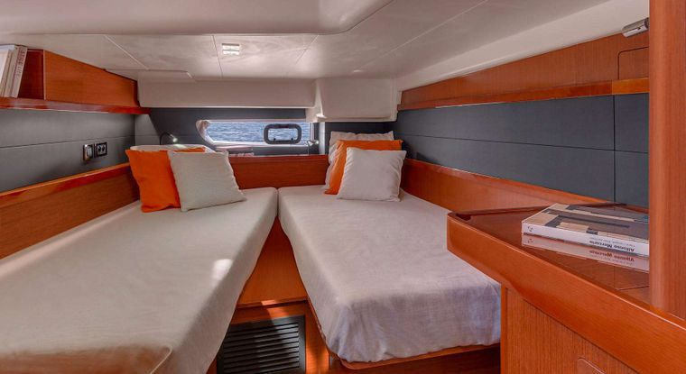 OCEAN STAR Yacht Charter - Aft cabin set up as a twin berth