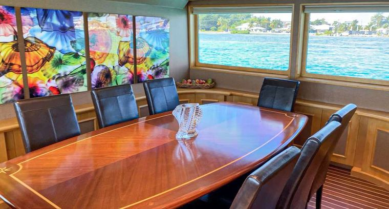 ISLAND VIBES Yacht Charter - Dining