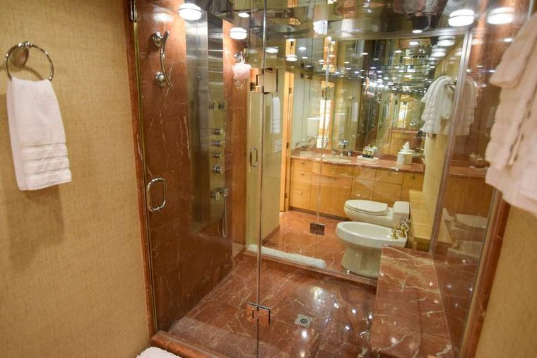 ISLAND VIBES Yacht Charter - Master ensuite
