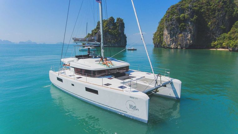 Blue Moon Yacht Charter - Ritzy Charters