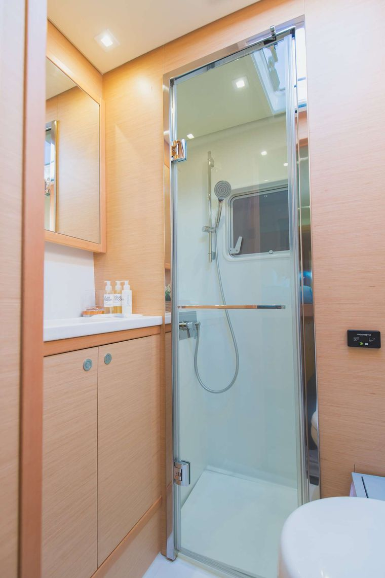 Blue Moon Yacht Charter - Bathroom with separate show