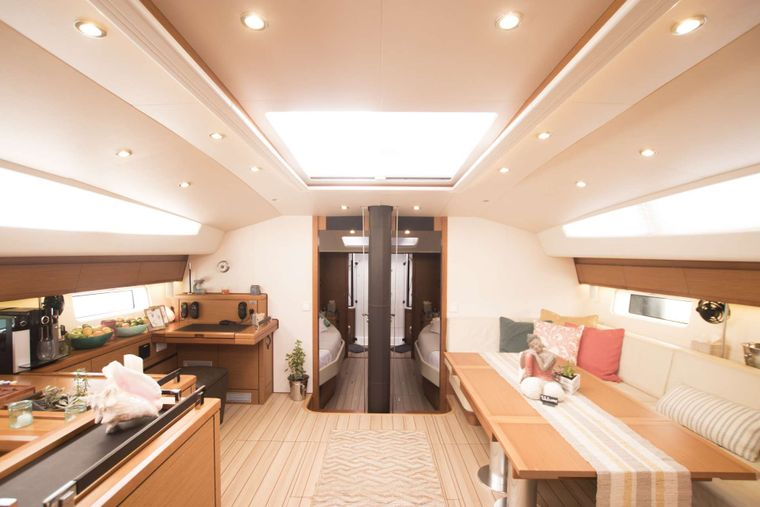 BODHISATTVA (Caribbean) Yacht Charter - Salon looking into the guest staterooms