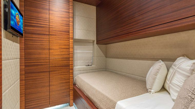 MONI Yacht Charter - Starboard Guest with Pullman