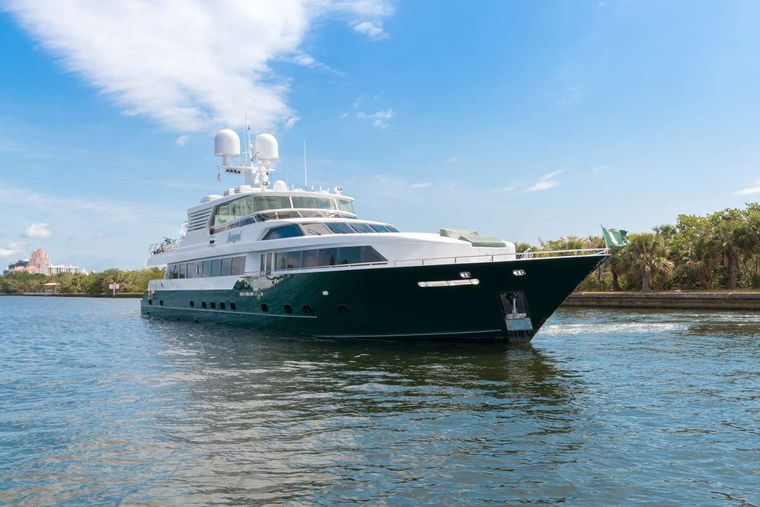 SERQUE Yacht Charter - Ritzy Charters