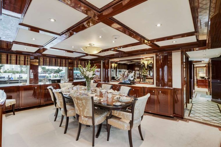 SERQUE Yacht Charter - Dining for 12