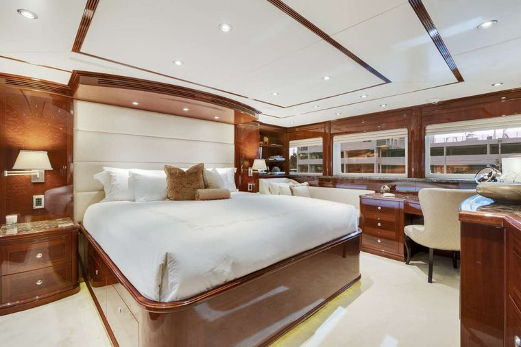 SERQUE Yacht Charter - Master Stateroom