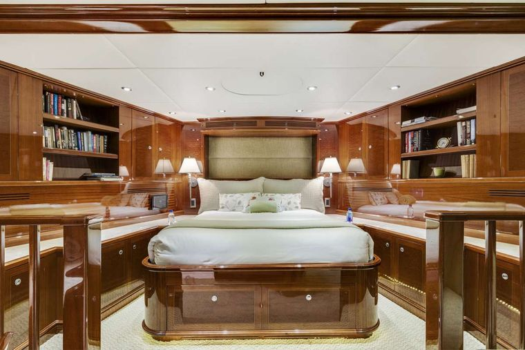 SERQUE Yacht Charter - VIP Stateroom