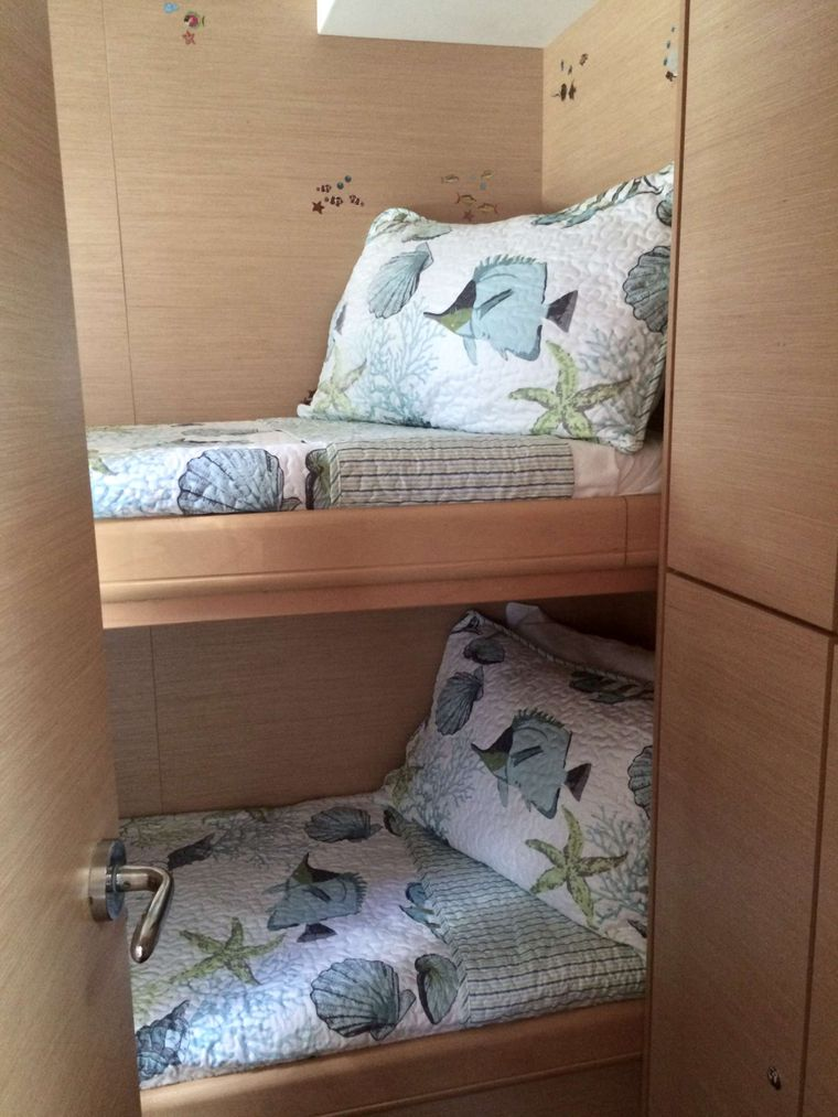 GAMBIT Yacht Charter - Bunk cabin ensuite -  perfect for kids or for crew when the guests opt for 4 queen cabins