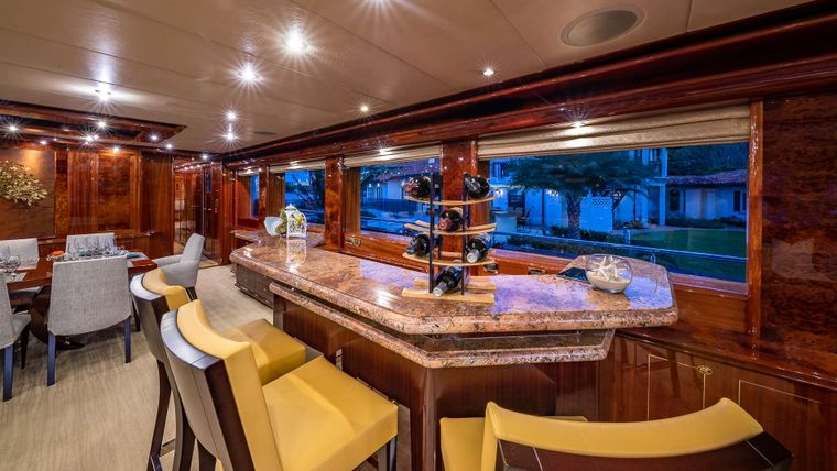 LADY LEILA Yacht Charter - Salon bar