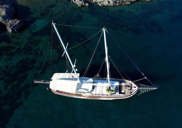 KANARYA Yacht Charter - At Anchor