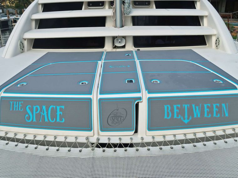 THE SPACE BETWEEN Yacht Charter - Foredeck Space
