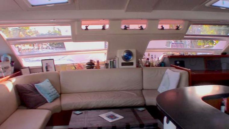THE SPACE BETWEEN Yacht Charter - Comfortable salon space