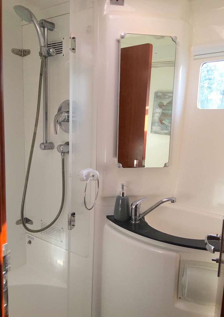 THE SPACE BETWEEN Yacht Charter - Head with full shower
