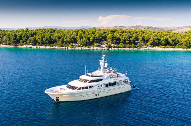 MilaYa Yacht Charter - Ritzy Charters