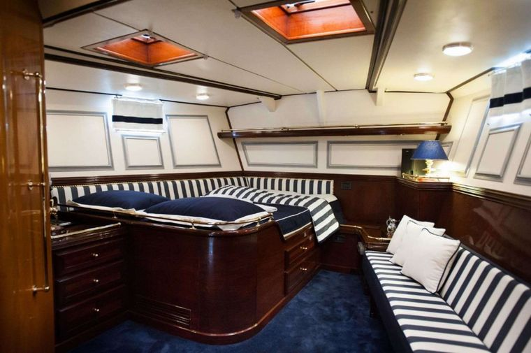 WIND OF CHANGE Yacht Charter - Master Cabin