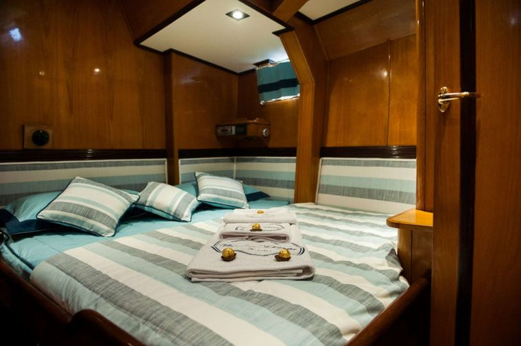 WIND OF CHANGE Yacht Charter - VIP Cabin Bed